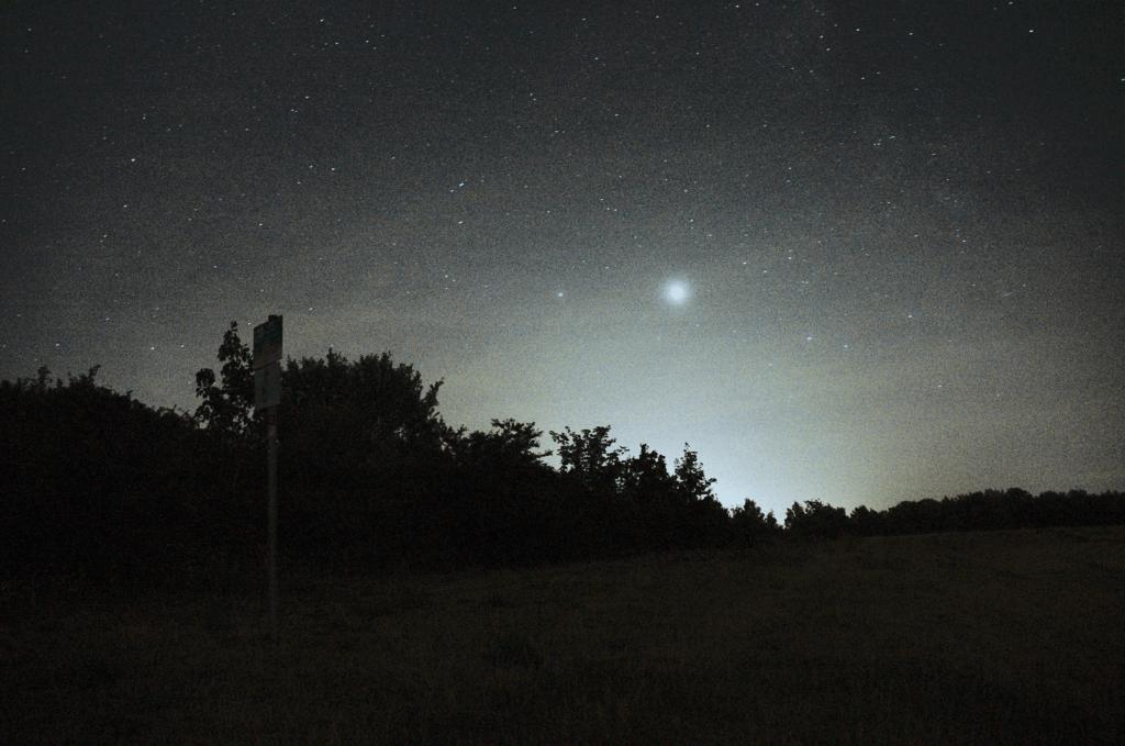Stennenhimmel in Südwestrichtung mit Planet (wahrscheinlich Jupiter)
