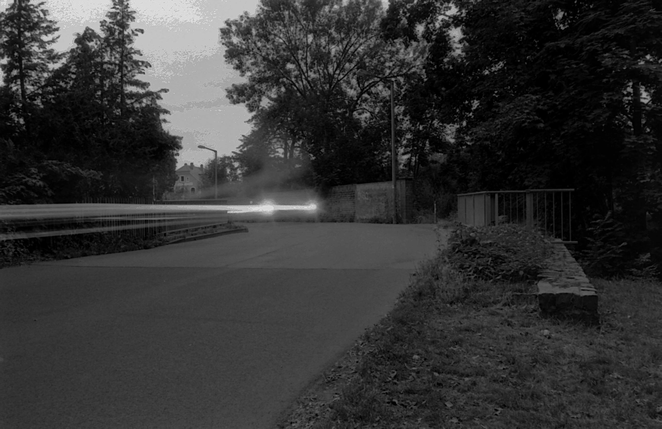Lichtspuren eines Transporters